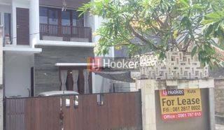 Villa Cantik Dengan 4 Kamar Tidur di Jl. Dewi Madri Sumerta Kelod Denpasar Timur