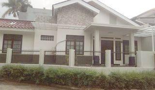 Rumah Brand New, Siap Huni dengan halaman luas dalam cluster Bintaro Sektor 9