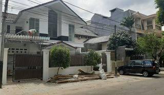 Rumah dalam komplek di area senayan jalan lebar, tenang