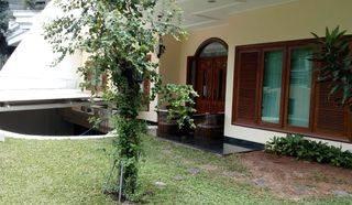 Rumah Cantik Simprug Garden Kebayoran Lama