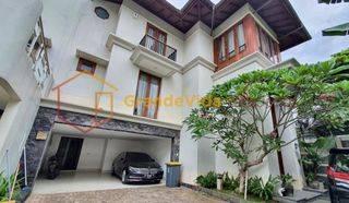 CIPETE - RUMAH MEWAH GAYA VILA DI BALI, DALAM TOWNHOUSE, PRIVATE POOL.
