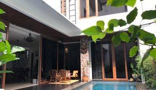 Rumah Mewah siap huni di dekat Patra Kuningan, Lingkungan Prestisius. Jakarta Selatan