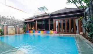 Rumah mewah swimm Pool harga miring Gaharu Cilandak Jakarta Selatan
