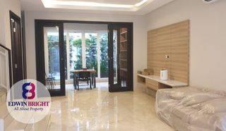 Rumah di Kemang Jakarta Selatan Brand New Cantik Menarik Murah