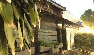 Rumah  di Hook di sektor 1 Bintaro Jaya