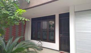 Rumah Tinggal 1.5 lantai Lokasi Strategis Jalan Dua Arah Mobil