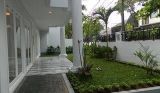 Luxurious and Elegant House in Kebayoran Baru Near Plaza Senayan Mall