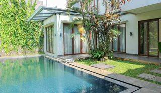 Modern Stand-alone house in Menteng, 630sqm 3 BR with Private pool and Backyard