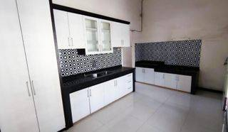 Rumah Bersih Terawat di Nginden Intan Perabotan Semi Furnish