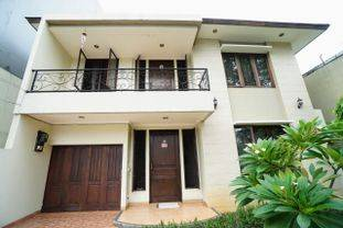 Rumah asri di dekat tomang raya..jakarta barat, lokasi strategis dekat cideng, roxy dan tanah abang,  lingkungan tenang dan asri..