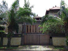 Rumah mewah dengan nuansa bali di Permata buana ... lokasi bagus...
