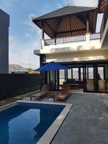 Villa baru dan sangat mewah di komplek yang menawan
