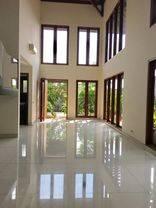 Rumah di Kemang Benda, Jakarta Selatan ~ Swimming Pool ~ Taman Luas