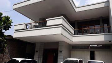 Rumah mewah di Setiabudi, Bandung dekat tempat wisata lokasi di main road