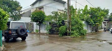 Rumah Tinggal 2 lantai di Komp Taman Holis Indah Bandung
