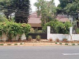 Rumah Hooek Luas  Hitung Tanah di Patal Senayan Kebayoran Lama Jakarta Selatan  Cocok Invest / Usaha