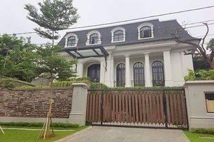 Rumah Brand New Kebayoran Baru dekat Senopati 3 lantai ada Lift Swimming Pool