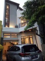 Rumah Baru DESIGN SEMPURNA, Dekat Taman Honda, Akses Jl 2 Mobil di Tebet Barat, Jakarta