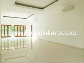House for lease at Kemang nice and modern house