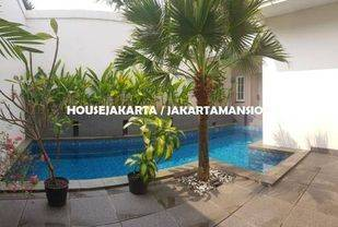 House for RENT SEWA LEASE nice and modern house at PONDOK INDAH near to JIS School JAKARTA SELATAN 08176881555