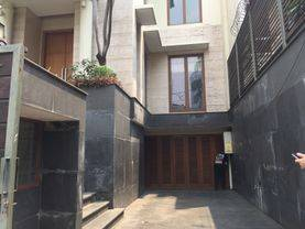 House for lease at kuningan nice and modern house prime location 24 hour security complex