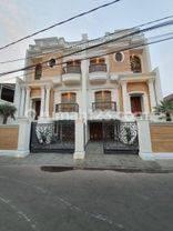 Rumah Baru Lux Bergaya Classic Mediteranian House di daerah Palbatu Menteng Jakarta Selatan, UB