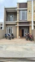 Rumah dalam cluster pinggir jalan raya di beji depok