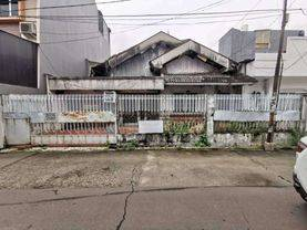 Jakarta Barat Rumah tua taman ratu 192m lokasi strategis(tr17)
