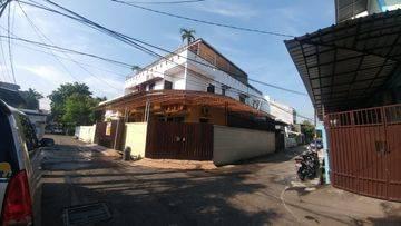 Jakarta Barat Rumah Besar 210m2 lebar jalan 3mobil strategis(GR04)