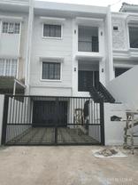 Rumah 3Lantai ✓Siap Huni plus swimming poll Harga nego