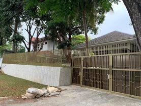 Rumah nyaman cantik harga menarik bangunan bagus siap huni mewah komplek elite aman strategis bebas banjir