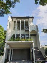 Rumah Mewah 3 Lantai Seperti Resort di Kawasan Greenwich BSD