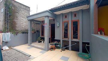 Rumah Mungil Komplek Puncak Sariwangi Asri