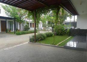 Rumah Dalam Compound di Pejaten, Jakarta Selatan ~ Swimming Pool ~ Semi Furnish
