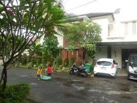 Town house jagakarsa ,LT. 275 m2/Lb.220m2. Spool anak , 140 jt/thn