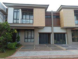 Rumah Mewah 2 Lantai di Kota Wisata Cibubur 2 Menit ke Toll Gate Cimanggis Cibitung