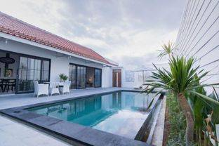 BRAND NEW VILLA 4 BEDROOM WITH EXOTIC PADDY VIEW IN CANGGU