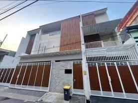 CHANDRA*rumah baru 3.5 lantai uk 4x19m bangunan bagus jelambar