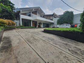 House with huge garden in Kemang Raya, could be use as silent office as well
