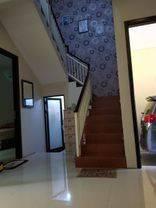 Rumah 2 lantai sangat terawat siap huni bagus banget ...dijamin  untung