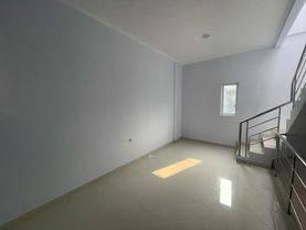 Chandra*Rumah Baru 3 Lantai Uk 4X25m Hadap Timur LokasI Bagus Di Jelambar