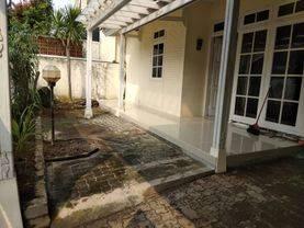 Rumah dalam kompleks Villa Delima 1 lantai, ada halaman depan dan belakang