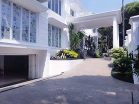 Rumah Mewah konsep Modern Classic, Megah dan Mewah lokasi sangat setrategis di kawasan Elit Pondok Indah Jakarta Selatan.