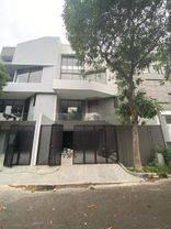 Rumah Minimalis Modern 4 Lantai - Lingkungan dan Kualitas Bangunan sangat baik