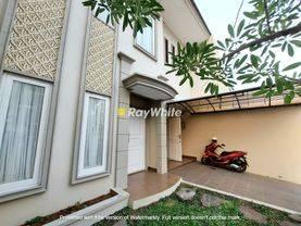 Rumah Cantik Lokasi Strategis Pondok Indah