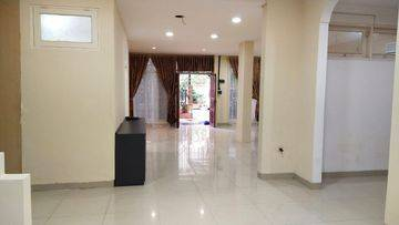 Rumah 2 lantai di sewakan di Gading Kirana, 4 Kt
