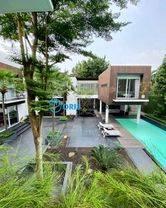 bsd - bukit golfrumah baru karya arsitek irianto purnomo hadigolf & lake view, full furnished