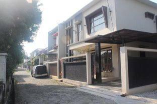 Rumah Cantik 2 Lantai Siap Huni