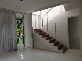 Rumah Sudut samping Taman Di Cluster Sektor 9 Bintaro Jaya Tangerang Selatan