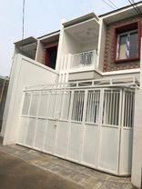 Rumah baru siap huni d pejaten timur ada kolom renang selangkah ke TB simatupang